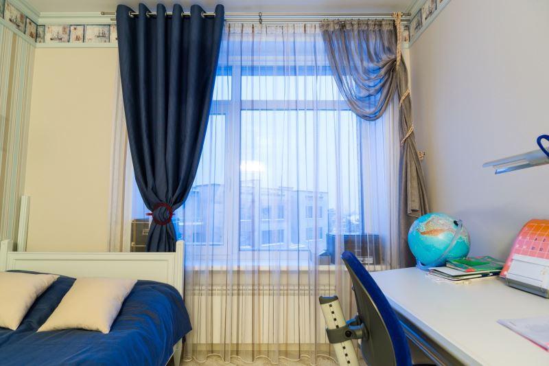 шторы на одну сторону окна выбор идеи