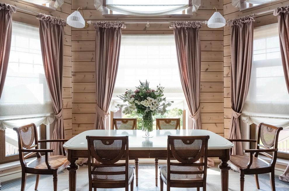 шторы в деревянном доме идеи особенности