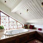 шторы в деревянном доме кантри