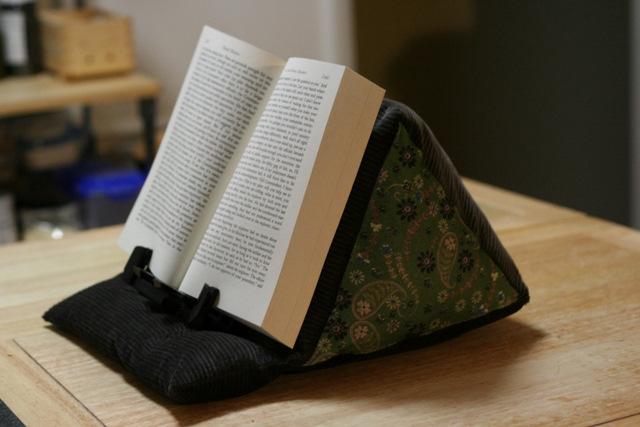 подставка держатель для книг подушка