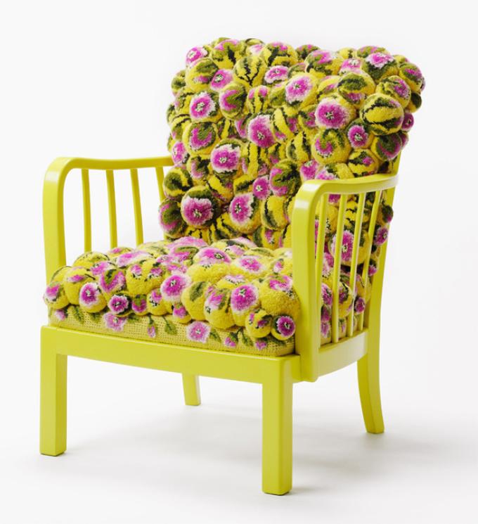декоративный коврик из помпонов для стула