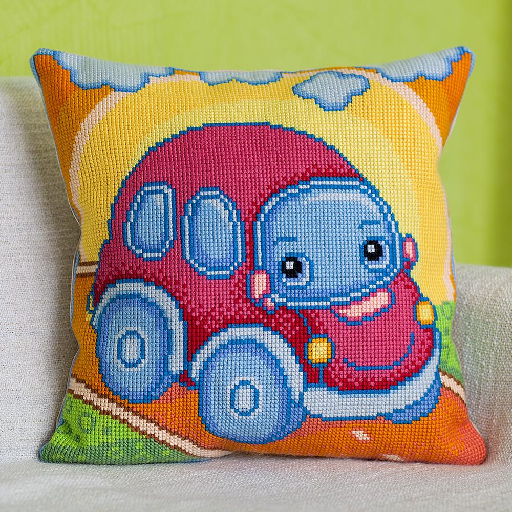 детская подушка крестиком