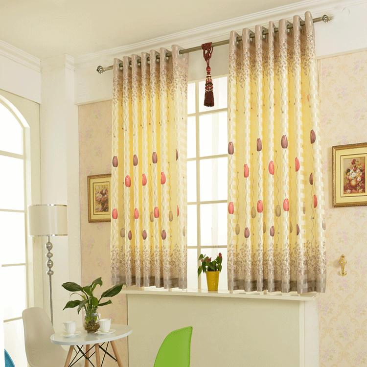 дизайн коротких штор для гостиной