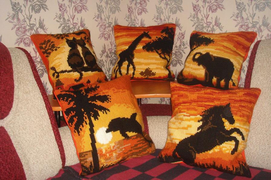 красивые подушки крестиком