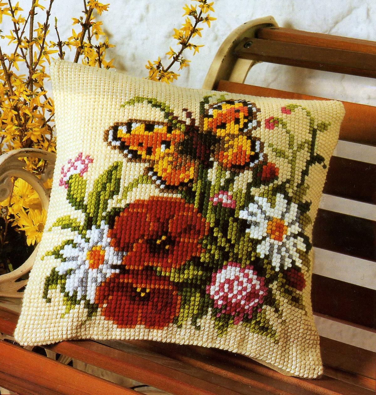 подушка цветочная крестиком