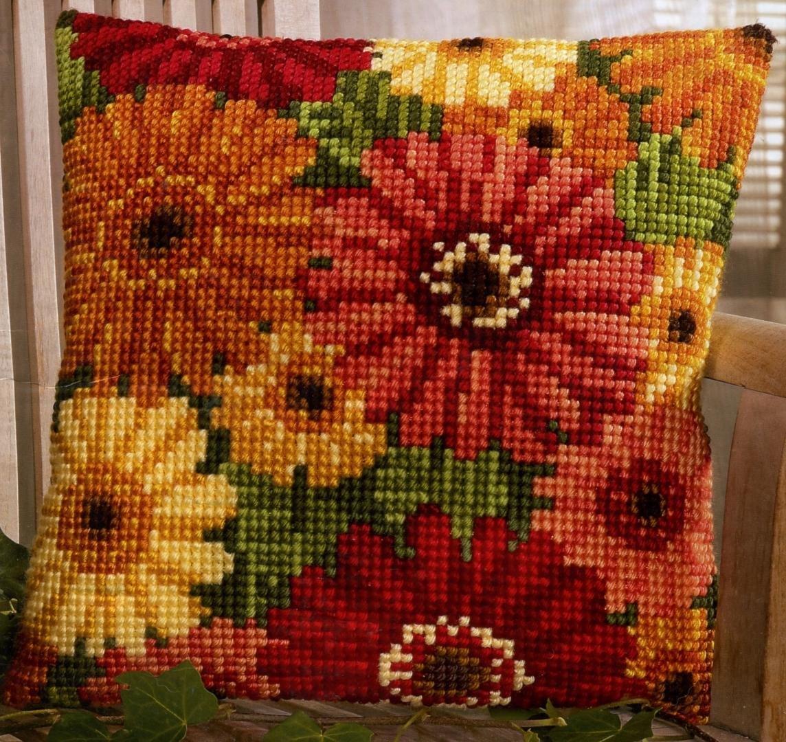 подушка цветы крестиком