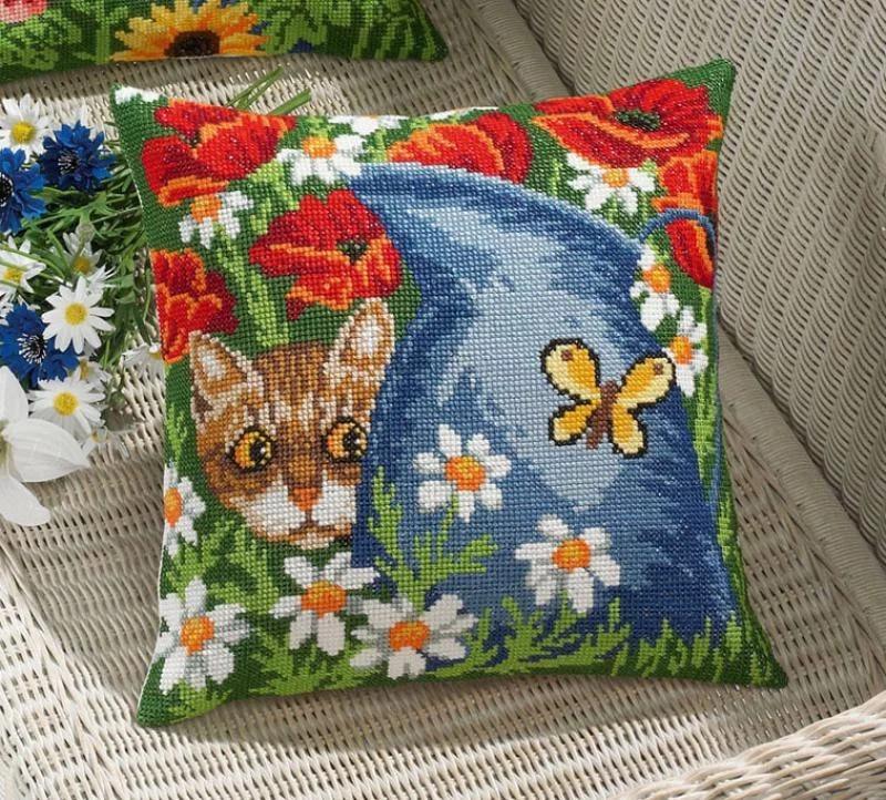 подушка котик крестиком
