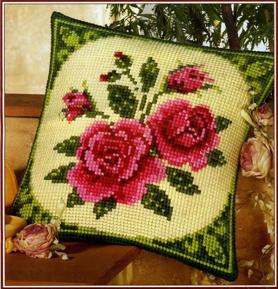 подушка крестиком розы