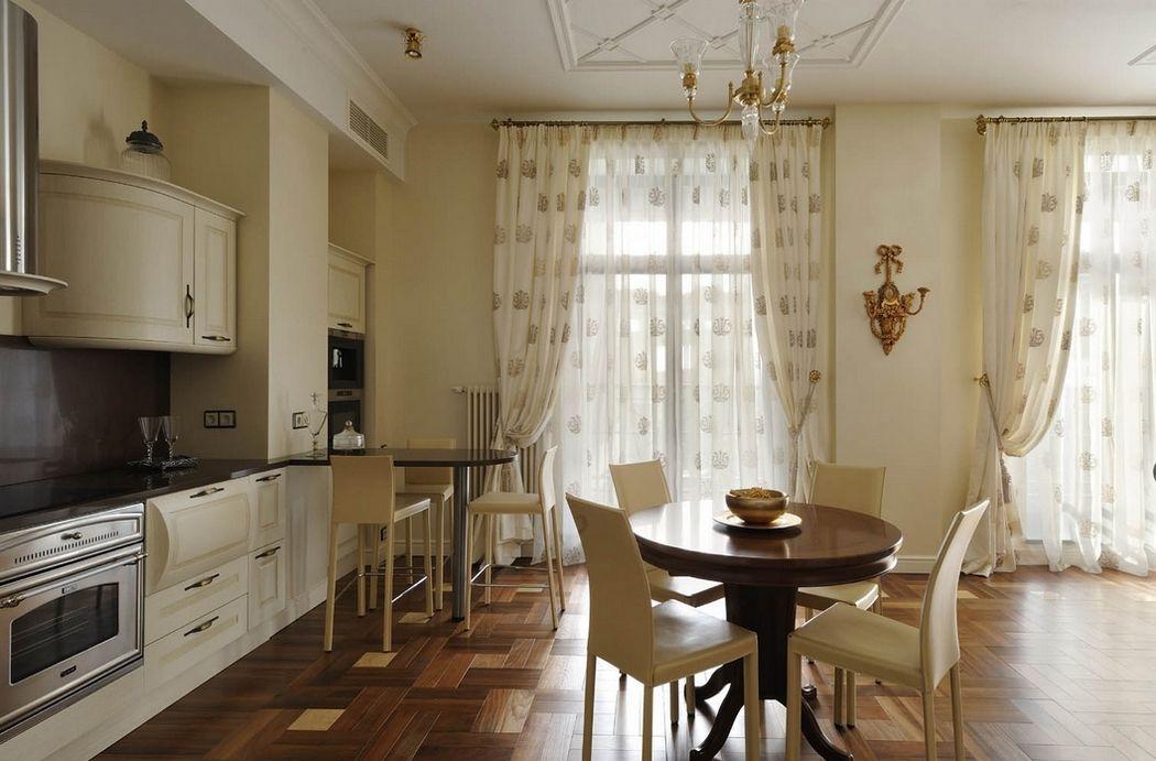 длинные шторы на кухне