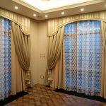 натяжной потолок и шторы классический стиль