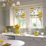 шторы для кухни с двумя окнами