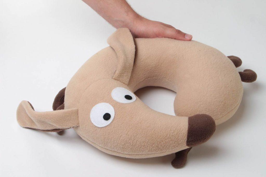 собака подушка такса