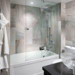 стеклянная шторка для ванной идеи интерьер