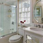 стеклянная шторка для ванной интерьер