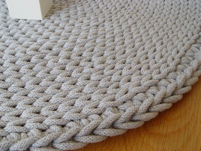 вязаные коврики в интерьере