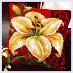 вышивка подушек крестиком лилия
