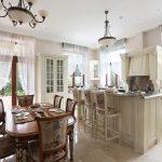 белые шторы в гостиной идеи интерьера