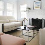 белые шторы в гостиной дизайн интерьера