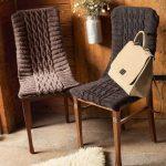 вязаные чехлы на стулья и табуреты фото интерьера