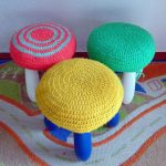 вязаные чехлы на стулья и табуреты идеи интерьера