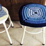 вязаные чехлы на стулья и табуреты оформление идеи