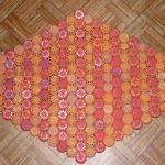 коврик из крышек декор фото