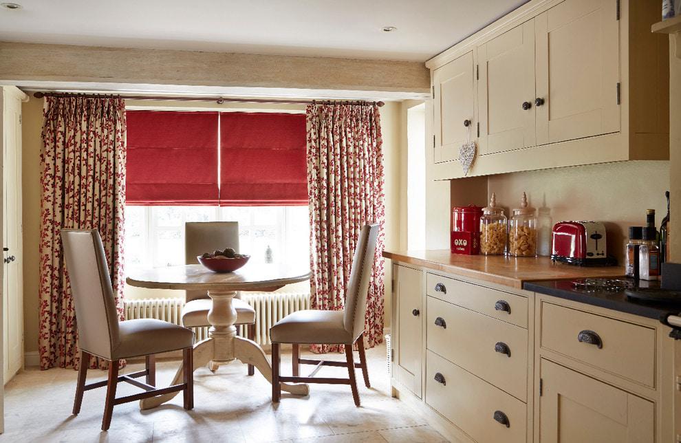 красные шторы фото варианты