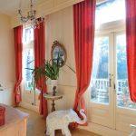 красные шторы идеи интерьера