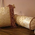 подушка валик с фурнитурой