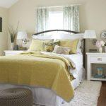 прикроватные классические коврики для спальни фото дизайна