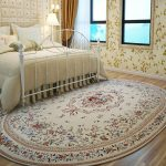 прикроватные классические коврики для спальни варианты