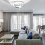серые шторы дизайн интерьера