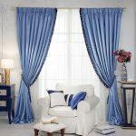 синие шторы интерьер