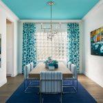 синие шторы декор