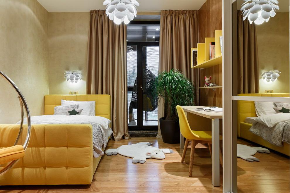 золотистые шторы в детской комнате