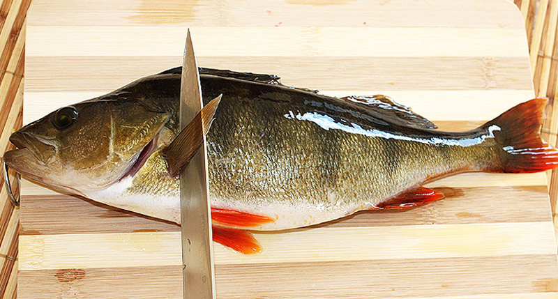 как почистить рыбу