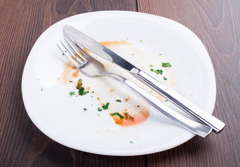 нож с вилкой после еды