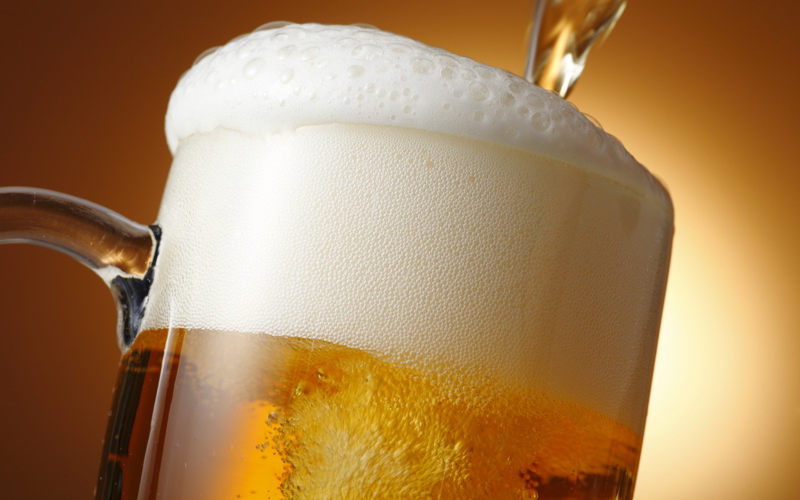 пиво с пеной