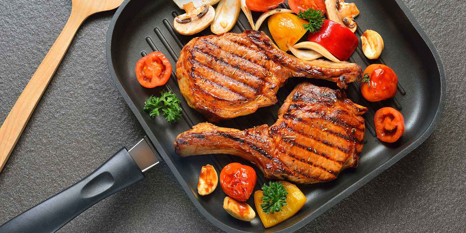 сковорода гриль с едой