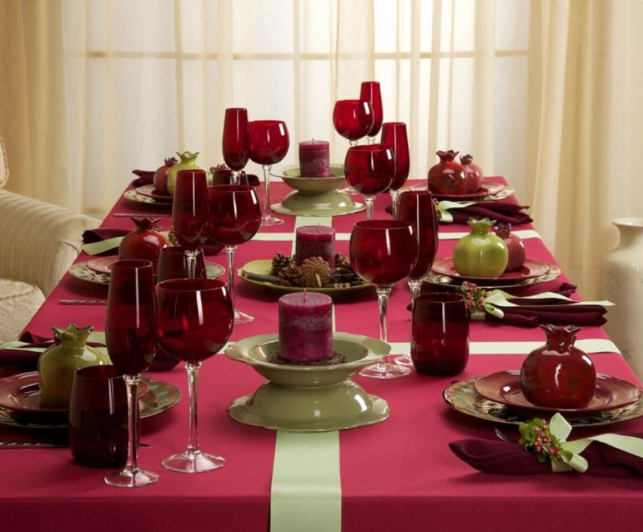 бордовая скатерть для сервировки стола