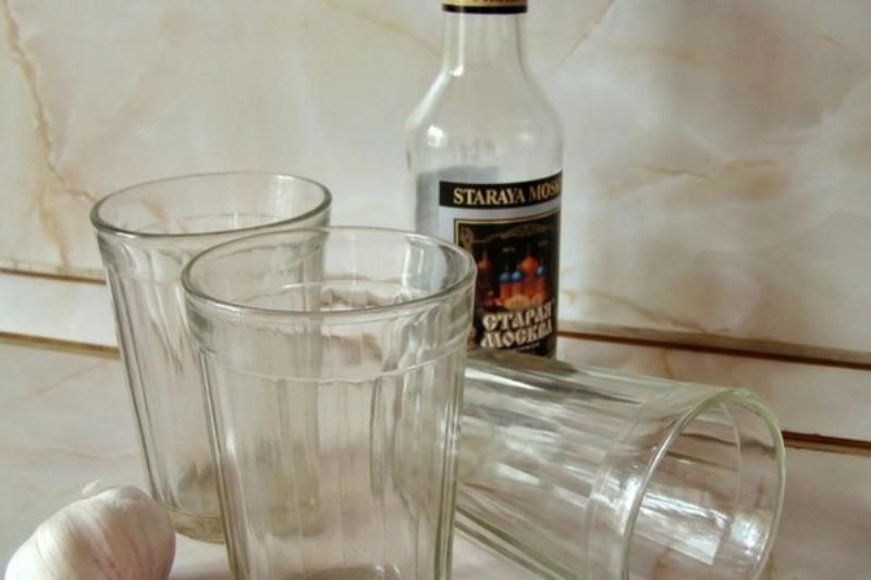 граненые стаканы бутылка водки