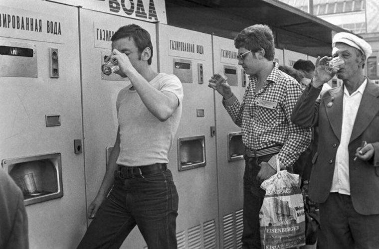 граненый стакан в автоматах с газировкой