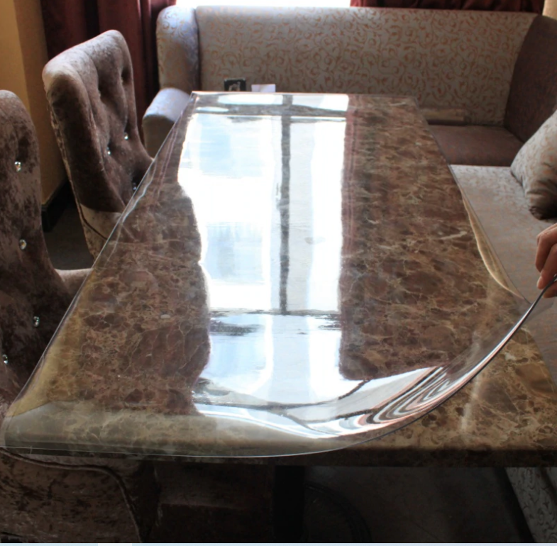 мягкое стекло на каменной столешнице