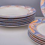 набор столовых тарелок для кухни идеи фото