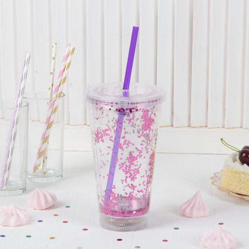 стакан с крышкой и трубочкой фото