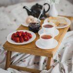 столик для завтрака в постель фото видов