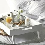 столик для завтрака в постель декор