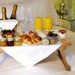столик для завтрака в постель фото дизайна