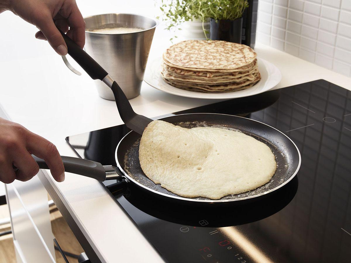 блины на сковороде фото