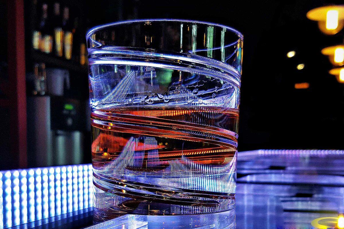 Бокал Shtox в баре